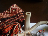 Богатство Севера: погремушка из кожи зубатки и рога оленя, оленья косточка, ракушка с Териберки и тканый пояс